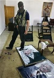 Hamas fighter shows respect for Arafat and Abbas