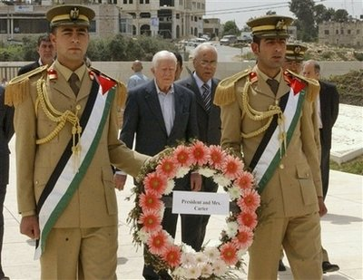Carter lays wreath at Arafat's grave