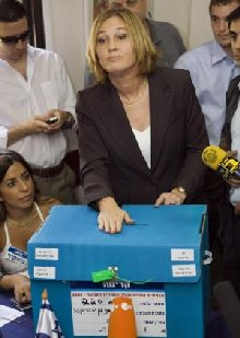 Tzipi Livni votes in Kadima primary