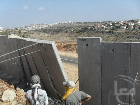 'Demonstrators' pull down part of security barrier near Nil'in (Ma'an News)