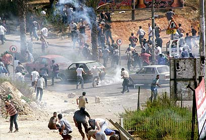 Arabs riot in Umm el-Fahm, October 2000