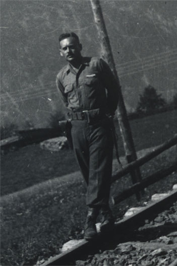 Yitzhak Ben-Ami in the US Army, 1944
