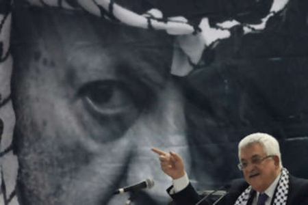 Mahmoud Abbas speaks at Fatah convention in 2009 in front of an image of his mentor, Yasser Arafat