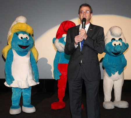Ambassador Howard Gutman explains Obama policy to stunned Smurfs