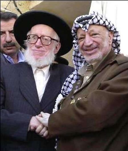 Neturei Karta leader Rabbi Moshe Hirsch shakes hands with the Devil, 2003