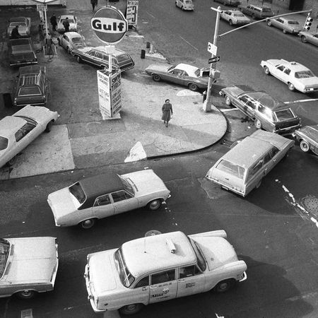 Lining up to buy gas in New York City, 1973