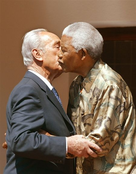 Nelson Mandela and Shimon Peres, 2002